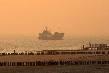 Vrachtschip op de Oosterschelde bij Westkapelle van MSP Canvas