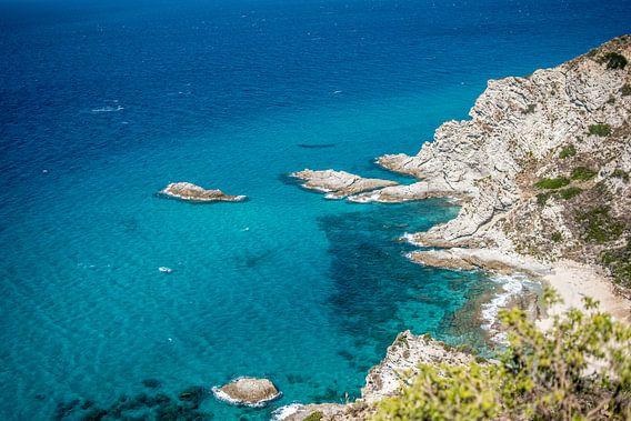 Azuurblauwe zee aan de kust van Calabrië, Italië, fotoprint