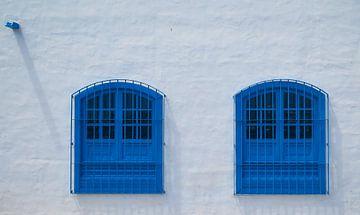 Blue windows, Arrecife, Lanzarote. sur Hennnie Keeris