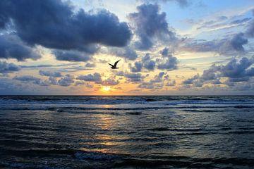 Zonsondergang aan zee von Geert Heldens