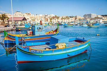 Traditional Maltese fishing boats, Marsaxlokk van Marcel Bakker