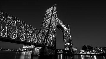 De hef Rotterdam trots in zwart wit van Simon van Leeuwen