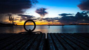 Ein Sonnenaufgang von der Mole in Nordholland von Studio de Waay