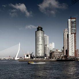 Rotterdamer Skyline mit Erasmus-Brücke, Niederlande. von Tjeerd Kruse