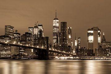Pebble Beach, Lower Manhattan met One World Trade Center & Brooklyn Bridge.