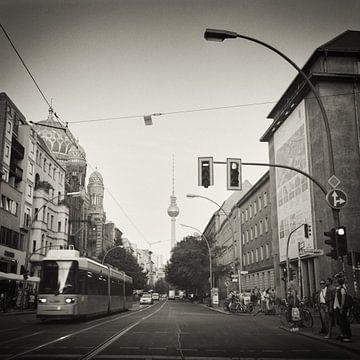Photographie analogique noir et blanc : Berlin - Oranienburger Strasse sur Alexander Voss