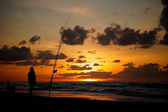 visser op het strand  van Dirk van Egmond