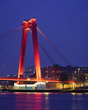 Verlichte Willemsbrug in Rotterdam van Mark De Rooij