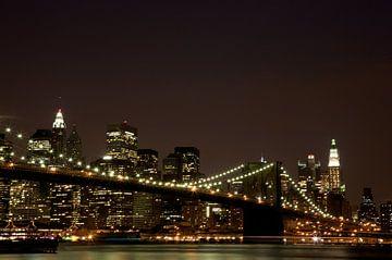 Skyline, New York met Brooklyn Bridge van Gerrit de Heus
