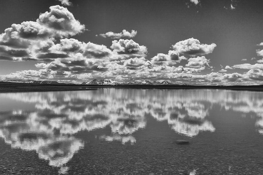 Spiegel in IJsland van Menno Schaefer