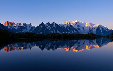 Sonnenaufgang Mont Blanc Massiv von Menno Boermans