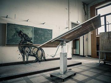 Verlassene Schule, Belgien - Urbex / Verfall / Alt / Graffiti / Street Art / Tier / Universität / Wo von Art By Dominic