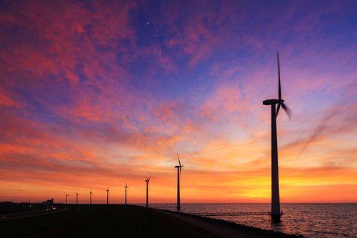 Windmolens zonsondergang van Dennis van de Water