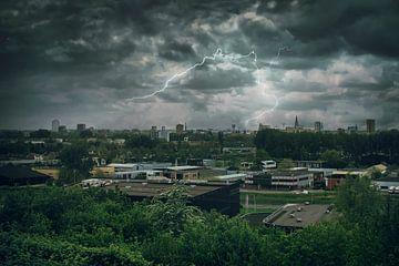 The roaring thunder sur