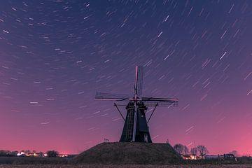 Niederländische Windmühle mit Sternspuren von Kim Bellen