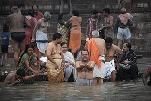 Ritualbad in den Ganges von Karel Ham