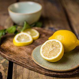 Houten snijplank met citroenen van Mayra Pama-Luiten