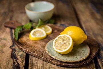 Houten snijplank met citroenen