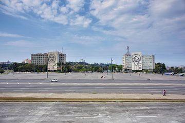 Kuba Havanna. Gebäude an der Plaza de la Revolucion in Havanna mit Porträts von Che Guevara und Fide von Tjeerd Kruse