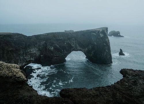 Arch in IJsland bij black sand beach