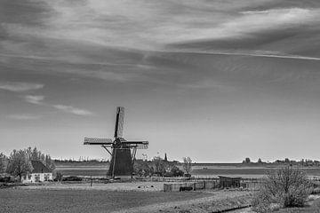 Windmolen in het Friese landschap vlak buiten Workum van Harrie Muis