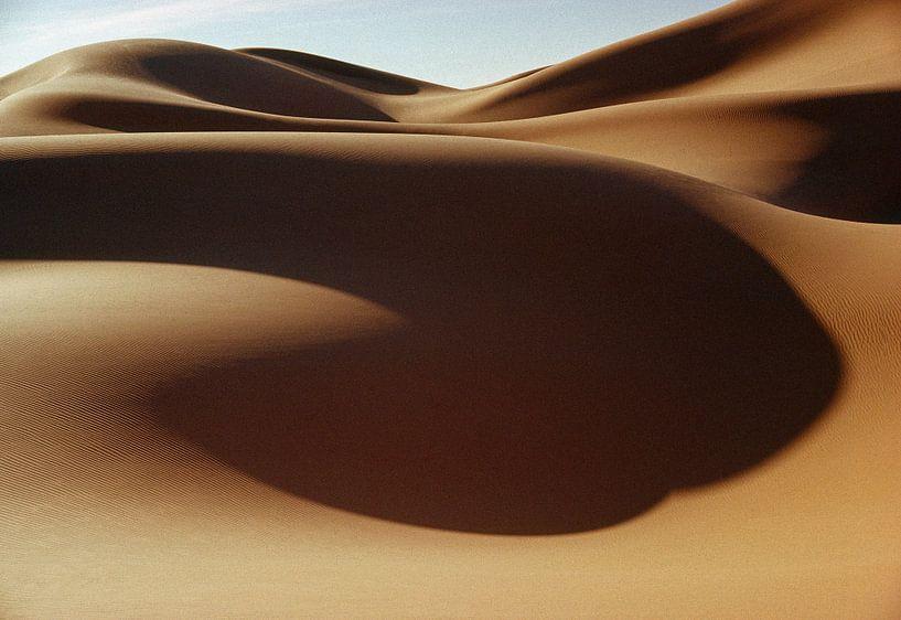 Dunes de sable dans le désert du Sahara sur Frans Lemmens