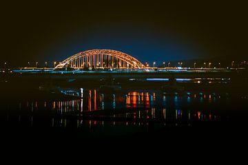 Stad Nijmegen: nachtfoto van de waalbrug van bart dirksen