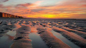 Zonsondergang op strand van RJH van de Kimmenade