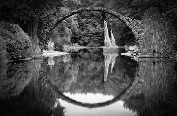 Rakotzbrücke Kromlau schwarz-weiß von Sabine Wagner