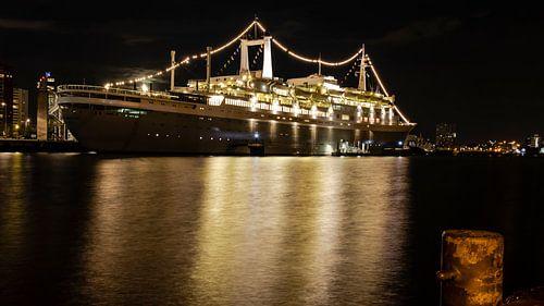 SS Rotterdam bij nacht 16:9