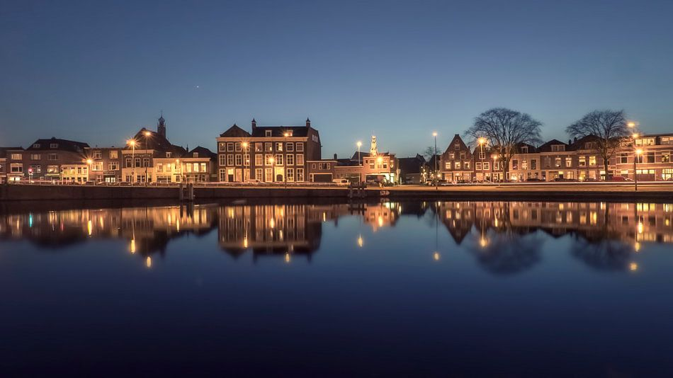 Haarlem: spiegelglad Spaarne.