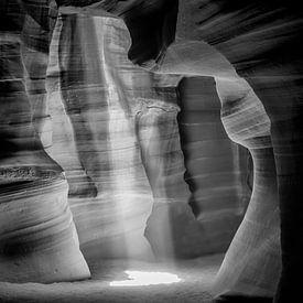 ANTELOPE CANYON Lightbeam II s/w  von Melanie Viola