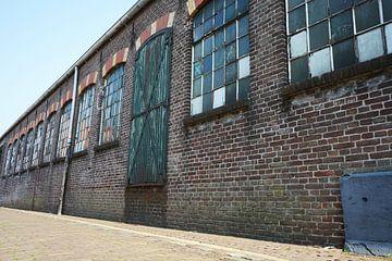 Fenster und Türen eines Lagerhauses von Jeffry Clemens