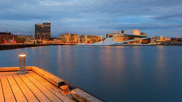 Zonsondergang bij het Opera Huis in Oslo, Noorwegen van Henk Meijer Photography