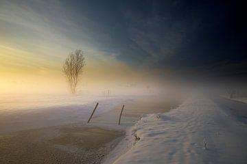 Snowy Farmland von Manuel Meewezen
