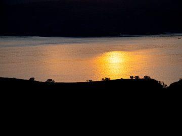 Indonesië - Komodo National Park - Padar Island zonsopgang silhouetten van Rik Pijnenburg