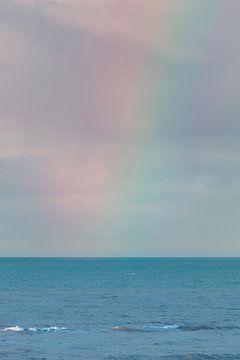 Un arc-en-ciel au-dessus de la mer