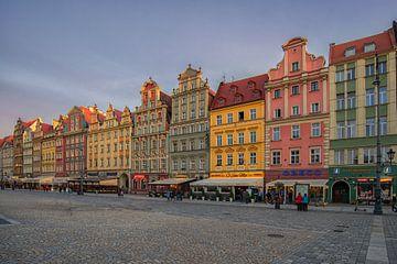 gekleurde huizen in Wroclaw. van Robin van Maanen