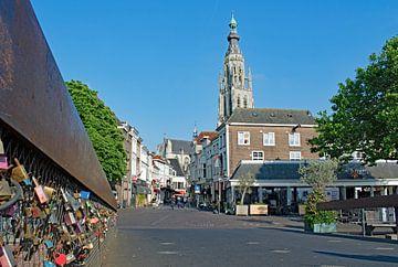Grote Kerk van Breda, vanaf de Hoge Brug, slotjesbrug van