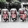 Chinesische Männer mit Auto von Rob Bleijenberg Miniaturansicht