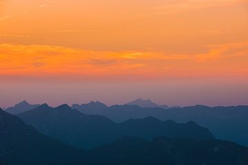 """""""Het vallen van de schemering"""" over de Oostenrijkse Alpen van Kaj Hendriks"""