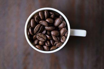 Grains de café dans une tasse à café 11452159 sur BeeldigBeeld Food & Lifestyle