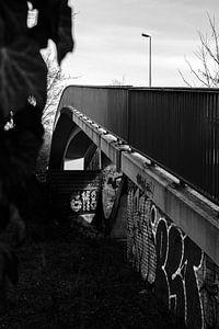 Graffiti an einer Fußgängerbrücke
