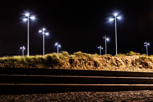 Harmonieuze lantaarnpalen bij het strand van Scheveningen