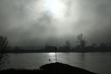 Rivier in de mist van Menno Bausch