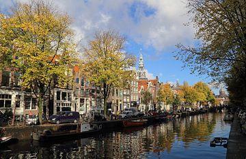 Gracht in de herfst in Amsterdam van Jan Kranendonk