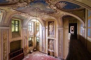 Verlassene Villa mit Kunst.