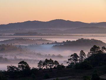 Myanmar - Kalaw - Vroeg in de ochtend in de Shan-staat van Rik Pijnenburg