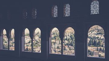 Uitzicht vanaf het Alhambra op Granada van Fotografiecor .nl
