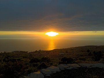 Sonnenuntergang auf der schönen Insel La Isla Bonita von Stoka Stolk